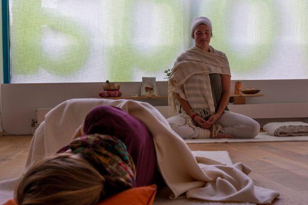 Yoga für Frauen, Kundalini-Yoga, Weiblichkeit